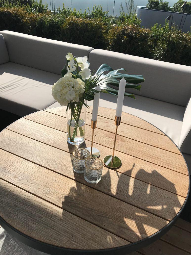 Blumendekoration Stehtisch
