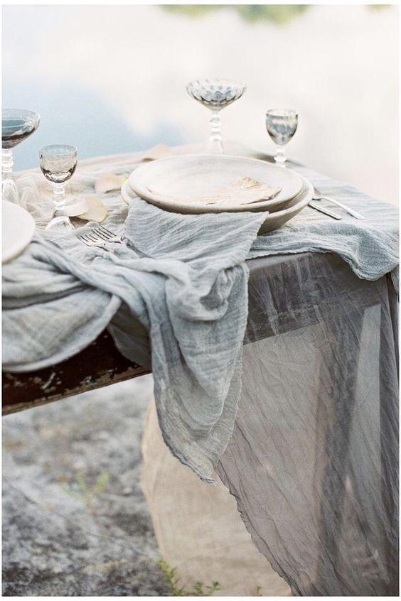 Stoffe als Tischdekoration